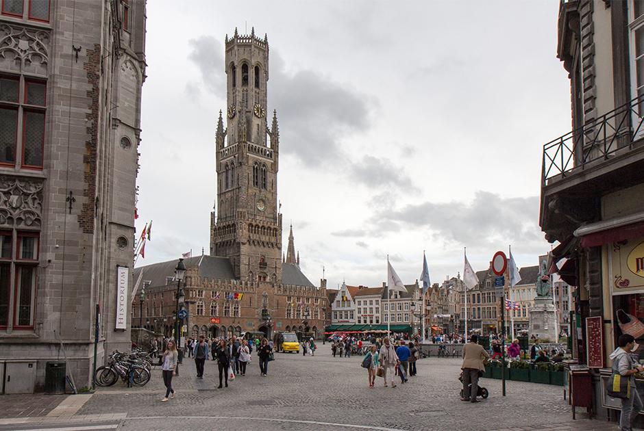 Центральная площадь фламандского города Брюгге