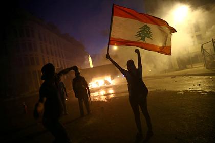 Участники беспорядков в Бейруте ворвались в четвертое министерство