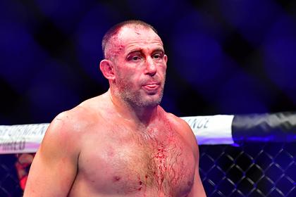 Олейник проиграл американцу на турнире UFC в Лас-Вегасе