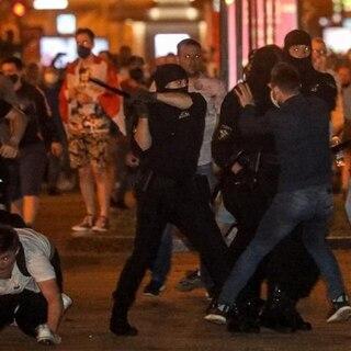 Протестующих в Минске начали разгонять водометами: Белоруссия ...