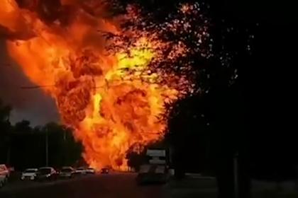 Появилось новое видео мощного взрыва на заправке в центре российского города