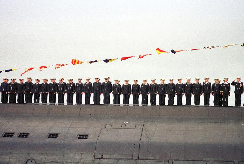 Последний снимок экипажа АПРК «Курск» на параде в День ВМФ. 30 июля 2000 года