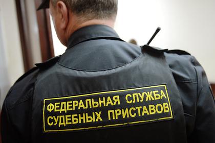 Соседи отобрали у россиянки ключи и отказались пускать ее во двор