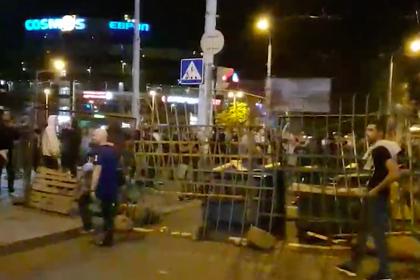Двухметровые баррикады в центре Минска показали на видео