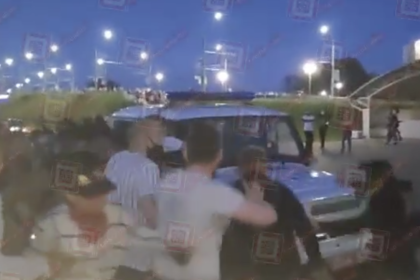 Белорусы попытались отбить протестующих у милиции и попали на видео