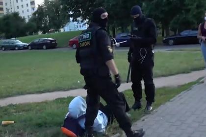 Задержание несовершеннолетнего силовиками в Минске сняли на видео