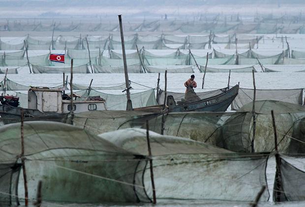 Северокорейские рыбаки недалеко от китайской границы