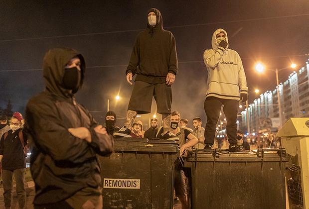 Протестующие на баррикадах