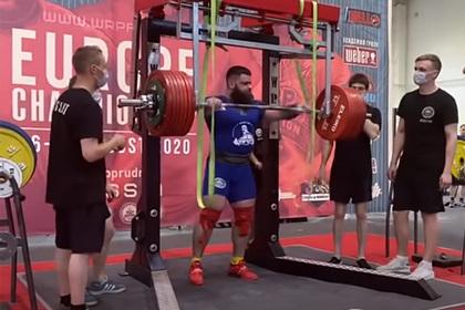 Российский тяжелоатлет сломал колени при приседании с 400-килограммовой штангой
