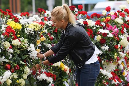 Цветы на месте гибели участника акции протеста в Минске