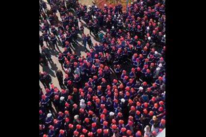 Сотни бастующих белорусских рабочих попали на видео