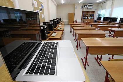 Школы Приамурья впервые подключили к проводному интернету