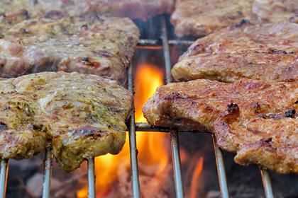 Изгнанный веганами мужчина организовал клуб мясоедов