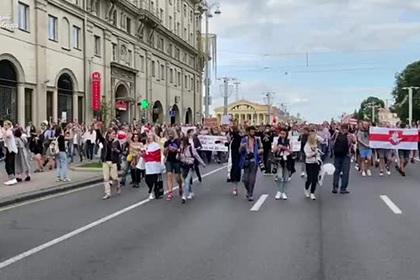 Тысячи протестующих пришли к зданию ЦИК Белоруссии