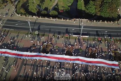 Акция с огромным бело-красно-белым флагом в Гродно попала на видео