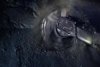 При обрушении конвейера на российской шахте погибли четыре горняка