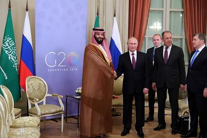 Наследный принц Саудовской Аравии Мухаммед бин Салман и президент России Владимир Путин во время встречи на саммите G20 в Буэнос-Айресе