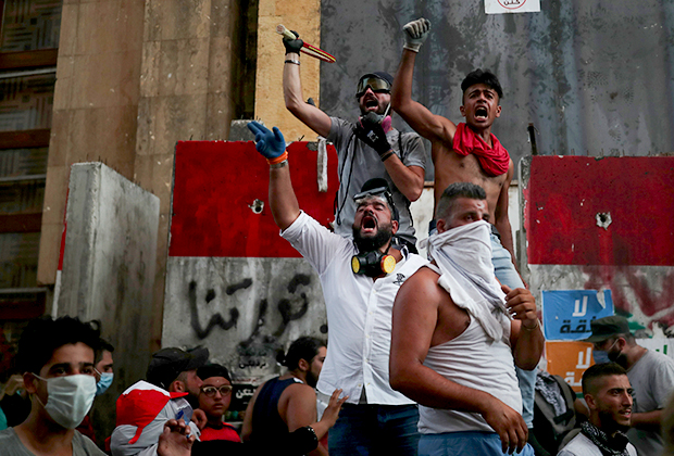 Простестующие в Бейруте 10 августа 2020 года