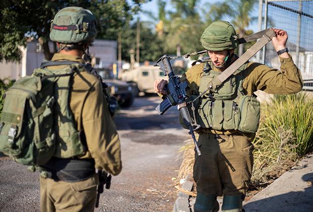 Израильские солдаты в поселке Авивим на границе с Ливаном во время обострения, 2019 год