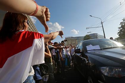 Освистанный протестующими белорусский министр написал им открытое письмо