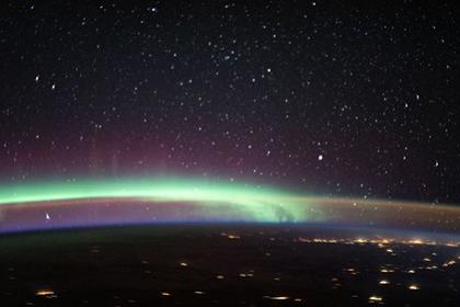 Астронавты НАСА сделали фото сразу двух явлений над Землей