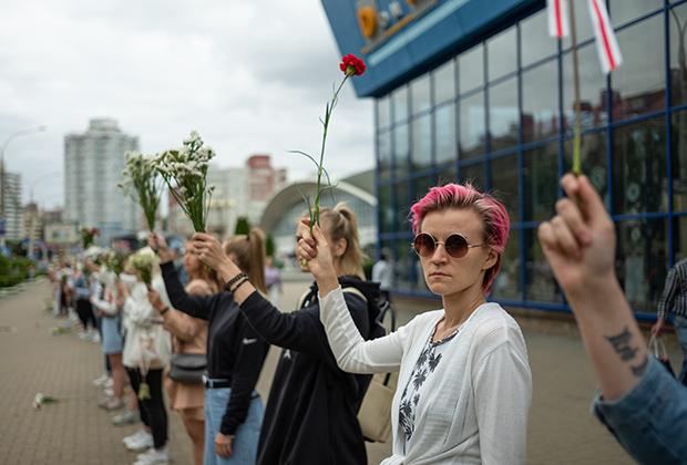 Первая «цепь солидарности» в Минске, 12 августа
