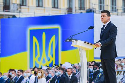 Зеленский пообещал большой военный парад после победы в Донбассе