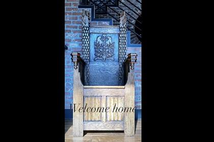 Звезда «Игры престолов» забрала домой трон со съемок