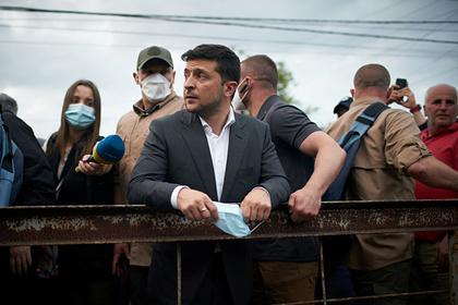 Охранники Зеленского избили беженку из Донбасса