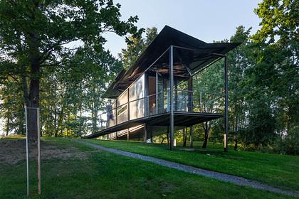 Литовцы придумали дом с «парящей» на ветру крышей
