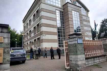 Посольство Ливии в Белоруссии попытались взять штурмом 30 человек с болгарками