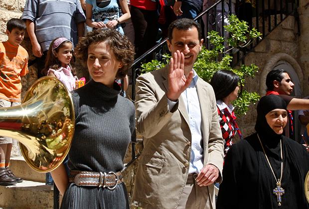 Асма аль-Асад вместе с супругом в сирийском городе Маалула. Апрель 2008 года