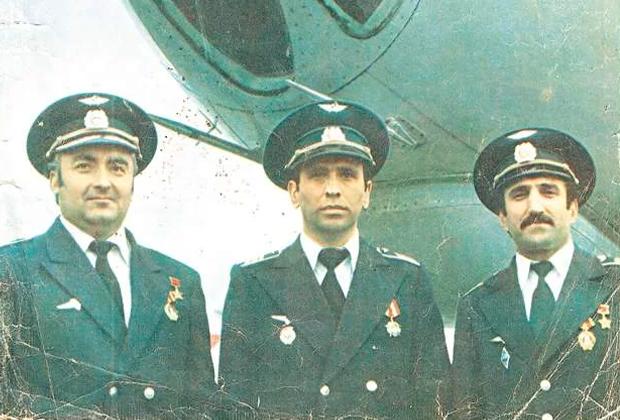 Слева направо: командир корабляАхматгер Гардапхадзе, второй пилот Станислав Габараев и штурман Владимир Гасоян. Август 1984 года