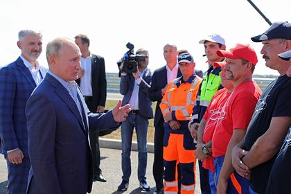 Путин за рулем автомобиля проехал по трассе «Таврида» в Крыму