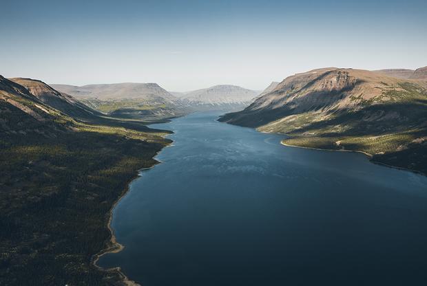 Территория плато Путорана, расположенного точно в географическом центре России, огромна — 250 тысяч квадратных километров. Это равно площади Великобритании.