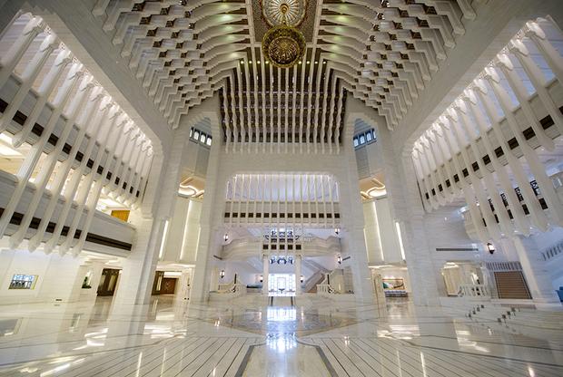 Интерьер дворца Амир Диван, расположенного в Дохе