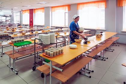 В российских школах начали бесплатно кормить горячим по указу Путина