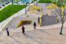 """Детская площадка <a href=""""https://www.dezeen.com/awards/2020/longlists/the-folds/"""" target=""""_blank"""">«Складки»</a> (The Folds) появилась в районе Цзинтань китайского города Чанчжоу. Архитекторы из Atelier Scale хотели, чтобы дети играли не по какому-то стандартному сценарию, а пробуждали фантазию. На площадке установлено минимум оборудования, поскольку необычный рельеф сам побуждает исследовать пространство руками и ногами."""