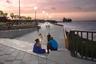 """Проект реконструкции береговой линии Магдалены — главной колумбийской реки — создали архитекторы из Diseños y Conceptos Inteligentes. Они хотели восстановить связь между жителями города Барранкилья и рекой. Первые два участка <a href=""""https://www.dezeen.com/awards/2020/longlists/gran-malecon-de-barranquilla-phase-1-and-phase-2/"""" target=""""_blank"""">набережной</a> уже открыты для посетителей. В дальнейшем здесь будут проходить семейные, спортивные и культурные мероприятия."""