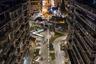 """Так выглядит восстановленная <a href=""""https://www.dezeen.com/awards/2020/longlists/revelation-and-highlighting-thessalonikis-monumental-axis/"""" target=""""_blank"""">площадь Фанариотон</a> римской эпохи в Салониках (Греция), которая находится на исторической оси (Monumental Axis) города. Перегруженную машинами дорогу превратили в комфортную для горожан среду, а рядом с церковью Неа Панагия (храм Новой Пресвятой Богородицы) восстановили археологические памятники. Работы вела компания Makridis Associates. Пространство отличается непрерывными изгибами и сужающимися дорожками, которые потом расширяются и контрастируют с более просторными зонами отдыха."""