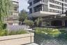 """Проект <a href=""""https://www.dezeen.com/awards/2020/longlists/the-water-gardens/"""" target=""""_blank"""">The Water Gardens</a> представляет собой водный сад, расположенный на подиуме посреди пруда в одном из лондонских двориков. Конструкция датируется 60-ми годами XX века, и несколько лет назад с ней начались проблемы. Местные жители пожаловались, что вода начала затапливать подземную парковку. Масштабную реконструкцию плавучего сада доверили команде Refolo Landscape Architects. Специалисты сделали инновационную систему регулирования уровня воды, отреставрировали наземные переходы в стиле брутализма (на фото не видно), посадили новые растения и запустили в пруд рыб. В результате горожане получили современное общественное пространство, не утратившее свой исторический вид."""