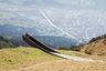 """<a href=""""https://www.dezeen.com/awards/2020/longlists/path-of-perspectives/"""" target=""""_blank"""">Смотровую площадку</a> из погодоустойчивой стали создала компания Snøhetta. Попасть на объект могут посетители горной тропы — с точки открывается вид на хребет Нордкетте под Инсбруком, Австрия. На скамейках и тумбах рядом с конструкцией выгравировали цитаты знаменитого философа XX века — австрийца Людвига Витгенштейна, чтобы люди могли на секунду задуматься о вечном."""