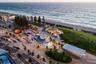 """Дизайн-студия TCL оживила <a href=""""https://www.dezeen.com/awards/2020/longlists/scarborough-foreshore-redevelopment/"""" target=""""_blank"""">пляж Скарборо</a> (Scarborough Beach) на окраине города Перт в Западной Австралии. Проектировщики добавили функциональности, обновив инфраструктурные объекты, и красок, поддерживая статус пляжа как одного из самых любимых курортных мест. При этом первоначальный вид Скарборо не изменился."""