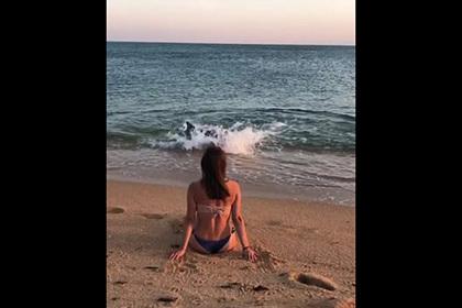 Плещущиеся у берегов Крыма дельфины попали на видео и удивили сеть