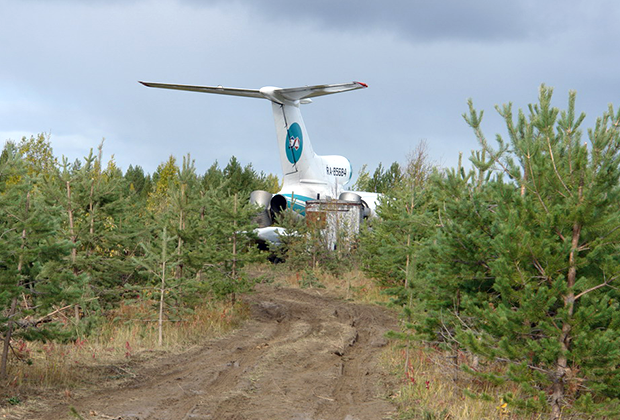Аварийный самолет Ту-154, совершивший экстренную посадку на аэродроме в Ижме