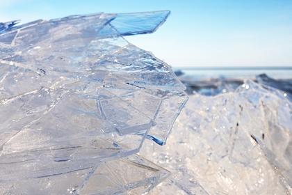 Мужчина просидел 2,5 часа во льду и побил рекорд