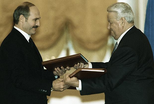 Подписание Договора о создании Союзного государства России и Белоруссии.