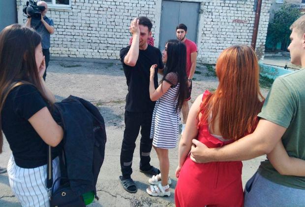 Дмитрий Рубинштейн с женой (в центре) после освобождения