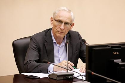 Сотрудников ФСБ отказались пустить вквартиру болеющего COVID-19чиновника