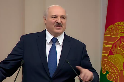 Лукашенко попросил силовиков непредавать его